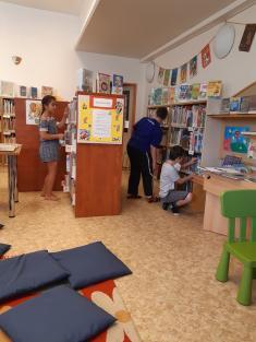3.A - návštěva knihovny a při cestě zpět hřiště